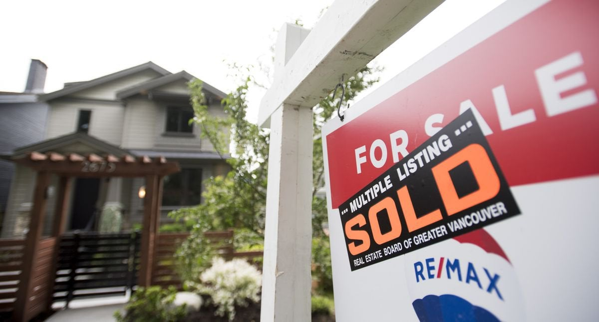 """""""When the mortgage holiday ends, Canada Mortgage and Housing Corp. (CMHC) has speculated that up to 2 per cent of insured mortgages could """"experience losses."""" To put that in context, in the early 1980s we saw just over 1 per cent of mortgage borrowers go into arrears"""" : TorontoRealEstate"""