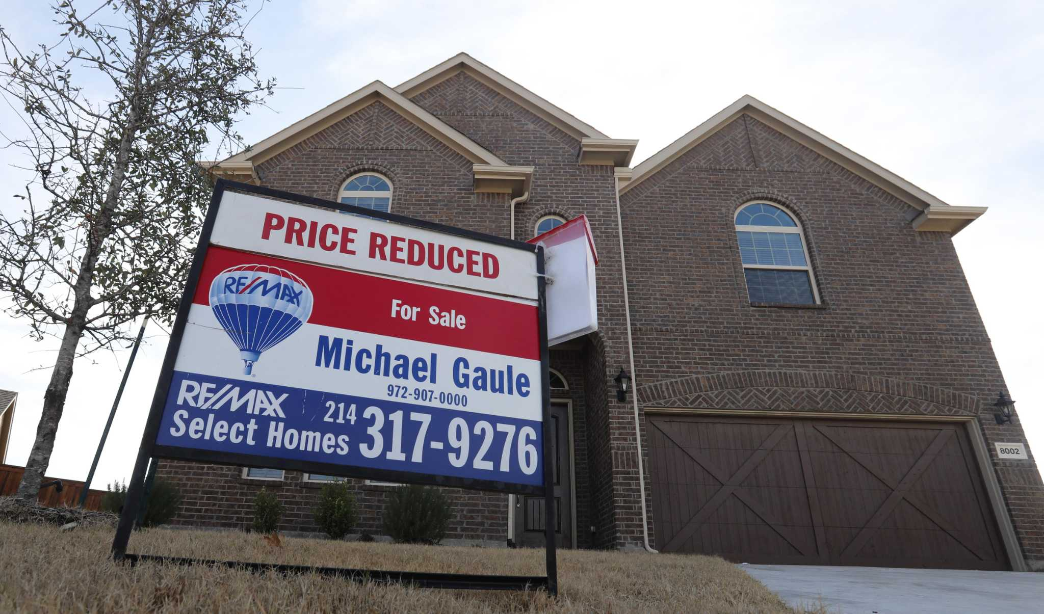 How do I choose a mortgage lender when buying a home in Houston?